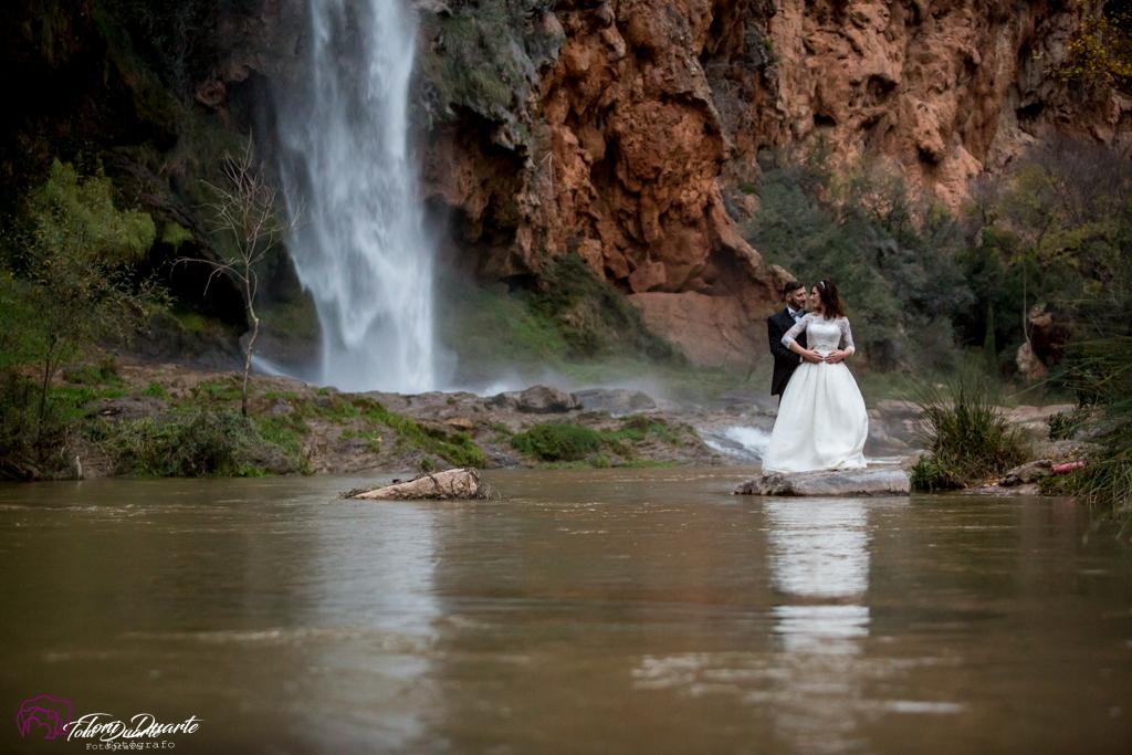 Novios salto de la novia