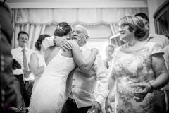 abrazo padre novia